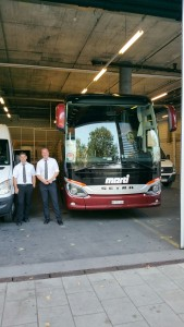 stolze-busfahrer-am-stadion